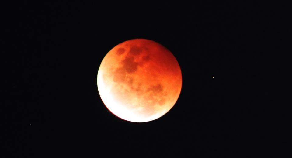 Lua de sangue vista na Austrália (Foto: Reprodução)