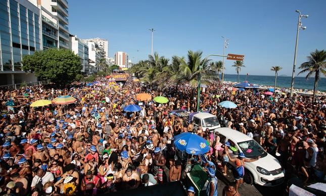 Desfile de bloco em Ipanema