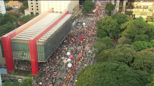 São Paulo tem ato contra a reforma da Previdência e cortes de verbas da educação
