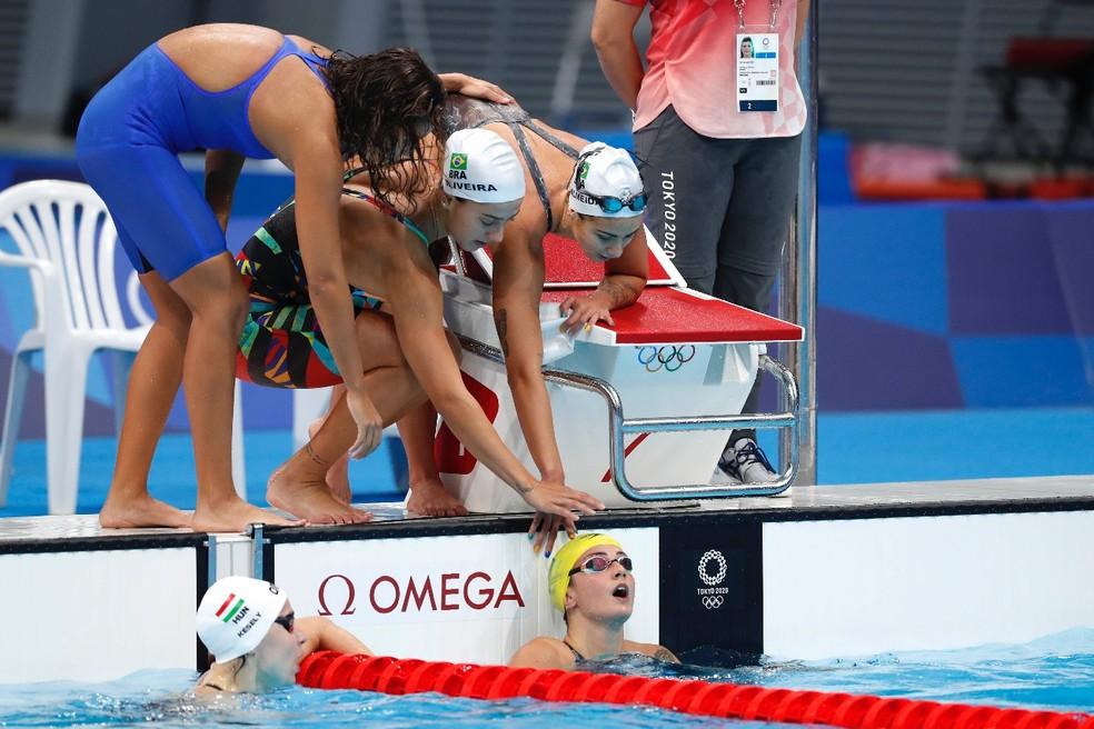 Equipe brasileira do revezamento feminino 200m medley da natação — Foto: Satiro Sodré/CBDA