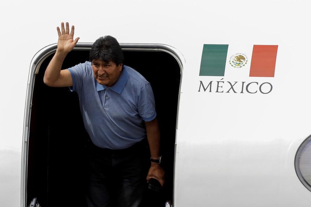 Evo Morales chega ao México, país que lhe concedeu asilo após renunciar ao cargo de presidente da Bolívia sob pressão das Forças Armadas bolivianas — Foto: Luis Cortes/Reuters