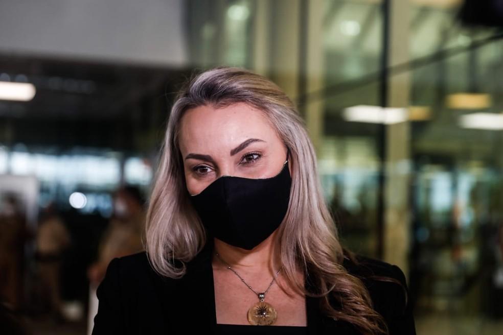 Vice-governadora de SC, Daniela Reinehr, chega à Alesc para acompanhar votação sobre processo de impeachment contra ela — Foto: Diorgenes Pandini/NSC