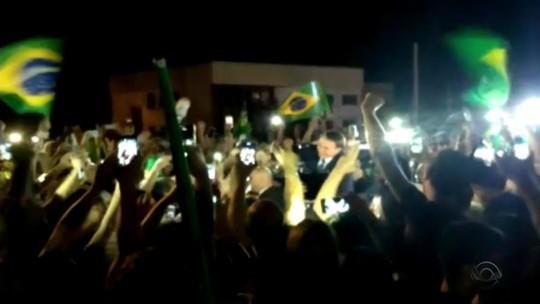 Bolsonaro participa de festa em homenagem a marechal em Santa Maria