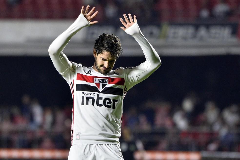 Pato atuou como ponta esquerda contra o Palmeiras — Foto: Marcos Ribolli