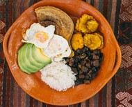Rodrigo Hilbert ensina receita colombiana de 'Bandeja Paisa'
