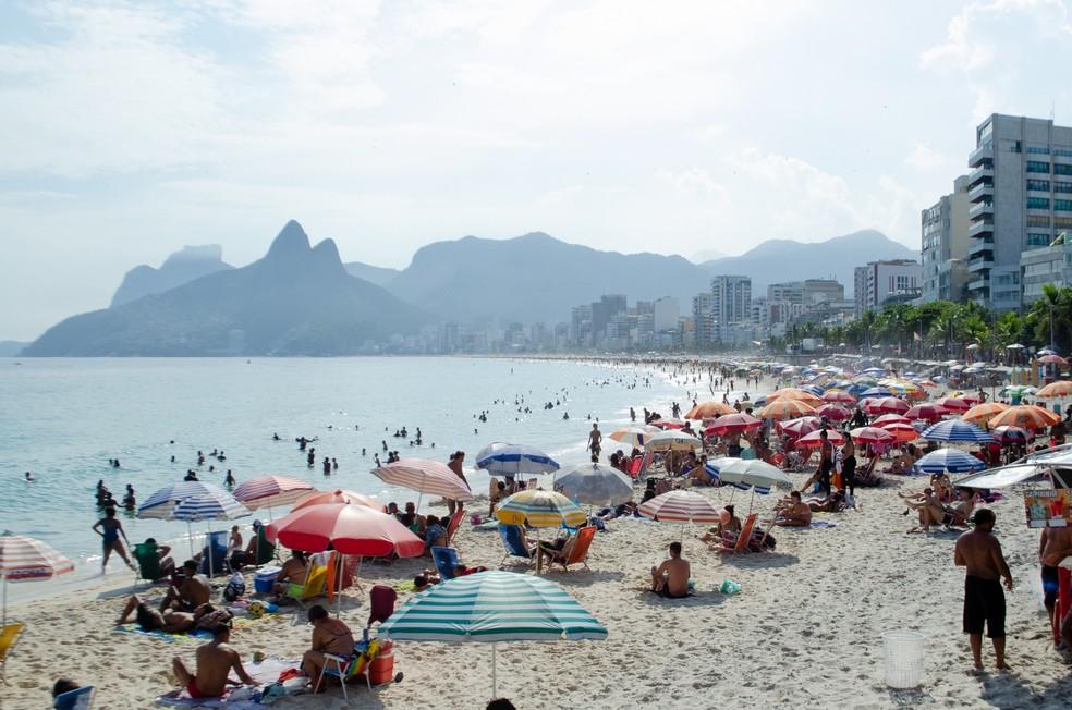 Prefeitura do Rio de Janeiro publicou no Diário Oficial desta sexta-feira (19) a determinação de fechamento das praias e outras medidas para conter o avanço da Covid na cidade. — Foto: KEVIN DAVID/A7 PRESS/ESTADÃO CONTEÚDO