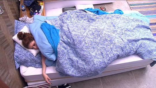 Integrantes da família Lima dormem no Quarto do Líder