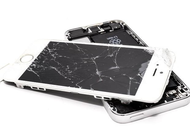 Celular com touch screen quebrado / tela quebrada / smartphone (Foto: Pexels)