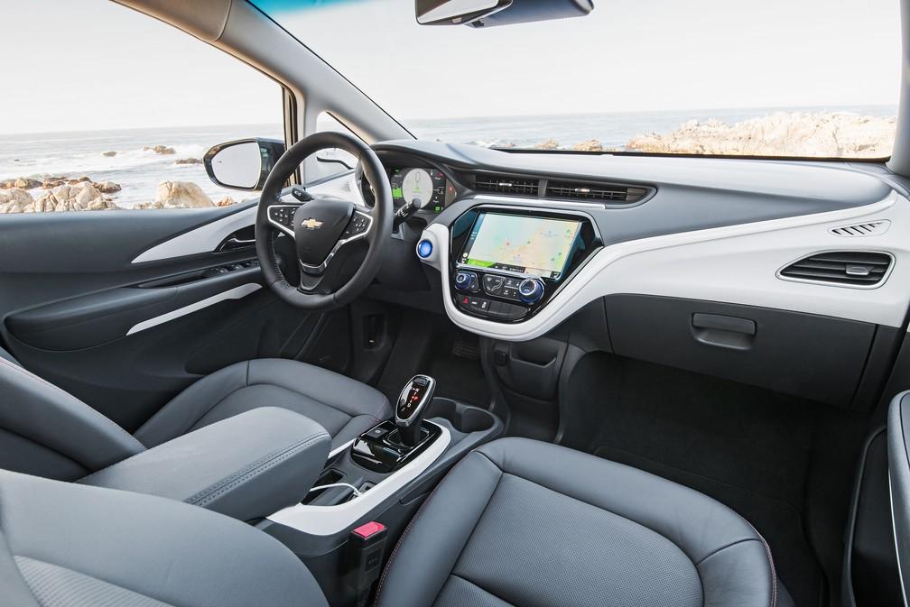 Chevrolet Bolt possui tela de 10,2 polegadas — Foto: Divulgação