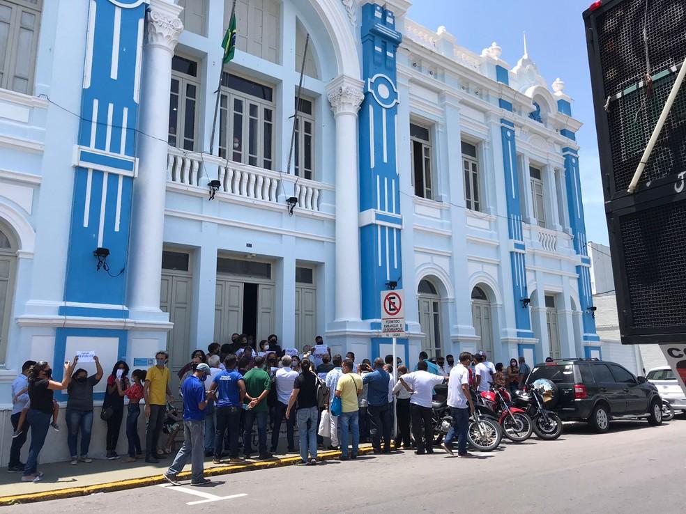Manifestação em frente à prefeitura de Natal cobra retomada de linhas de ônibus e licitação do transporte público na capital. — Foto: Ayrton Freire/Inter TV Cabugi