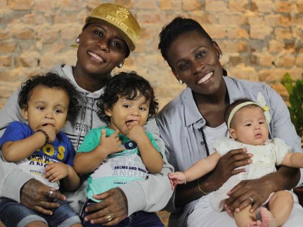 Pepê, Neném e seus filhos, frutos da fertilização in vitro (Foto: Cristiane Senna)