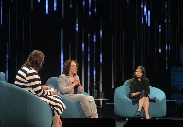 Elissa Strome, do Cifar, e Layla el Asri, gerente de pesquisas na Microsoft Research em Montreal, discutem IA durante a conferência C2 (Foto: Divulgação/C2)