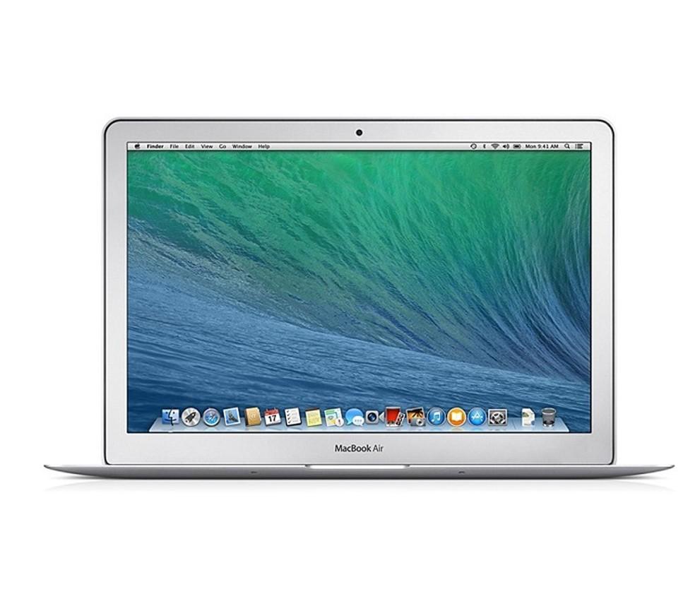 MacBook Air, lançado em 2008, é um exemplo de como a relação entre capacidade e tamanho mudou nos anos 2000 — Foto: Divulgação/Apple