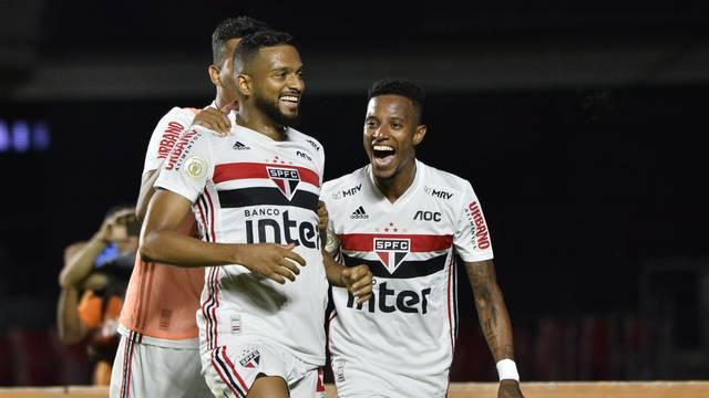Reinaldo comemora o gol no clássico