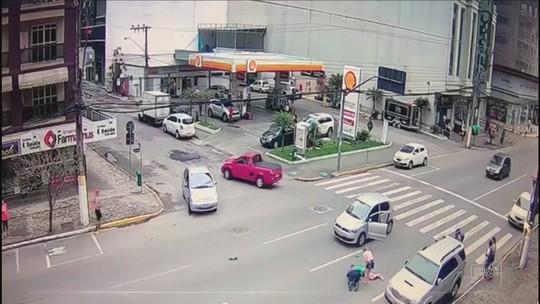 Motorista que atropelou mulher na faixa de pedestres em SC vai responder em liberdade por lesão corporal