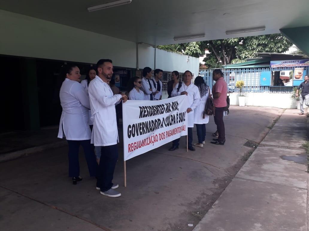 Residentes de enfermagem de hospitais públicos do AP reclamam atraso no pagamento de bolsas - Notícias - Plantão Diário