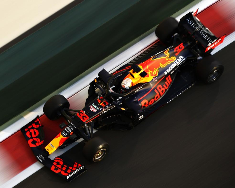 Max Verstappen a caminho da pole position em Abu Dhabi — Foto: Divulgação