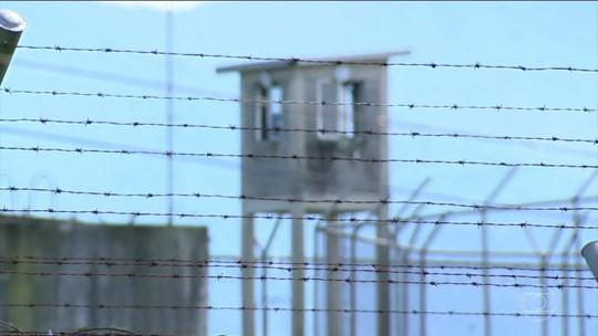 Parentes de presos reclamam de falta de notícias após motim no Rio