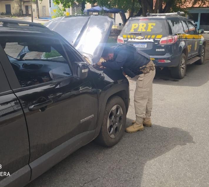 PRF apreende em São Luís veículo roubado no Rio de Janeiro