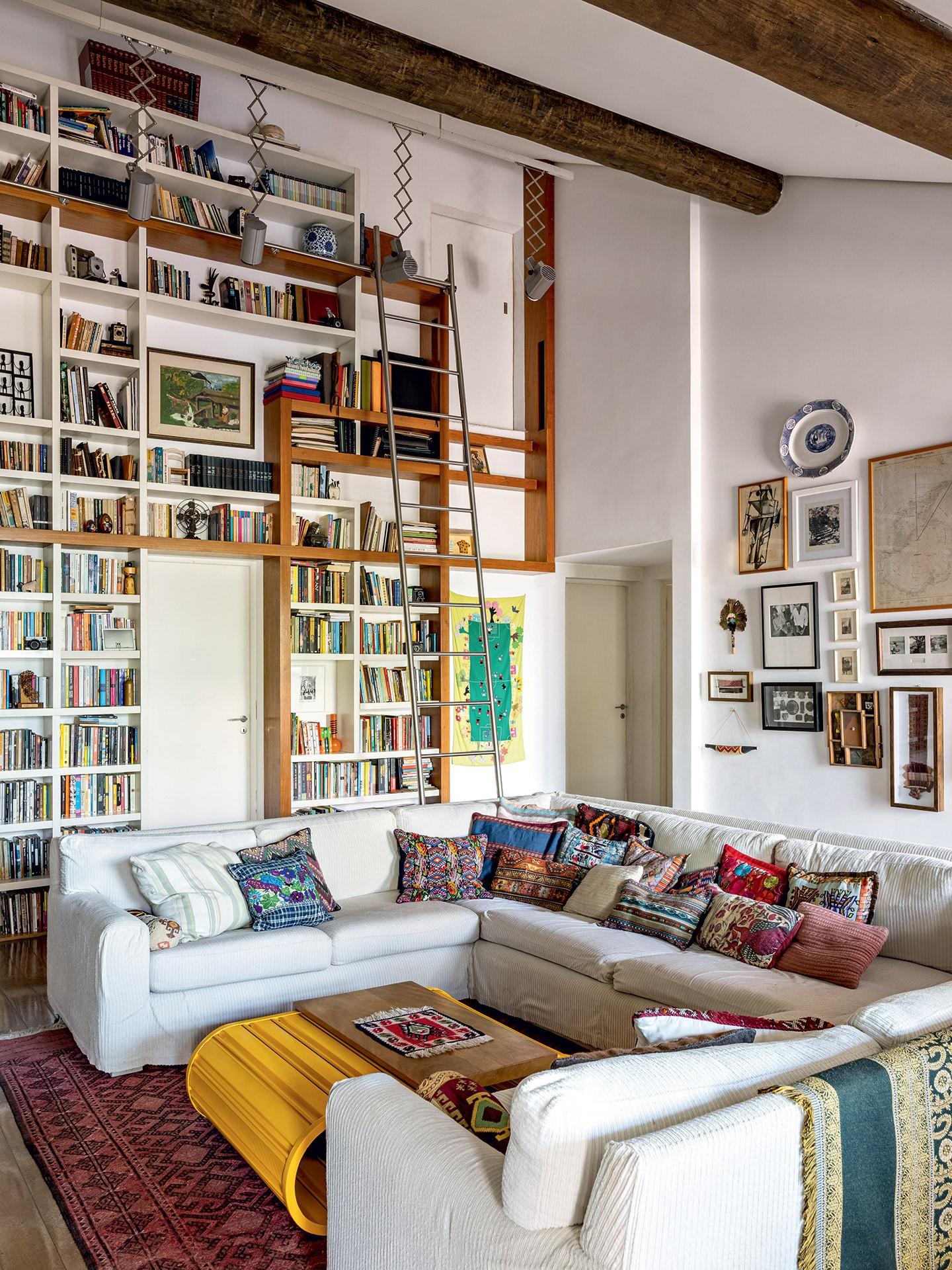 Hélio de la Peña revela lar repleto de arte e livros (Foto: Fran Parente)