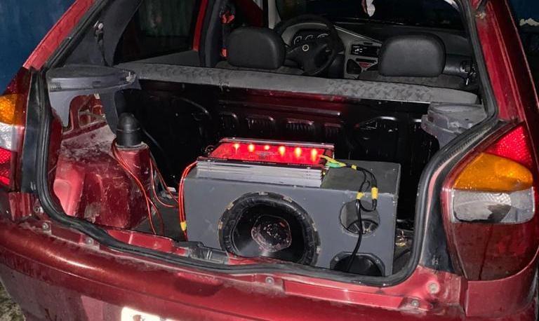 Polícia encerra festas e apreende equipamentos de som durante fiscalização em bairros de Salvador