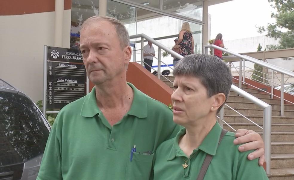 Casal lamentou a morte dos três jovens  — Foto: Reprodução/TV TEM