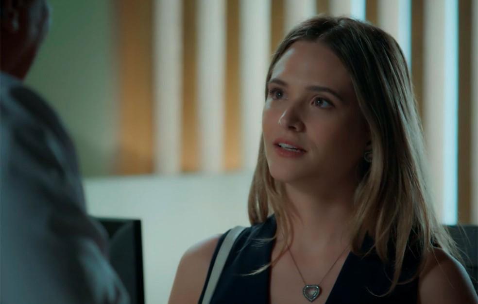 Em 'A Força do Querer', Simone (Juliana Paiva) é a primeira pessoa que fica sabendo da gravidez de Ivan (Carol Duarte) — Foto: Globo