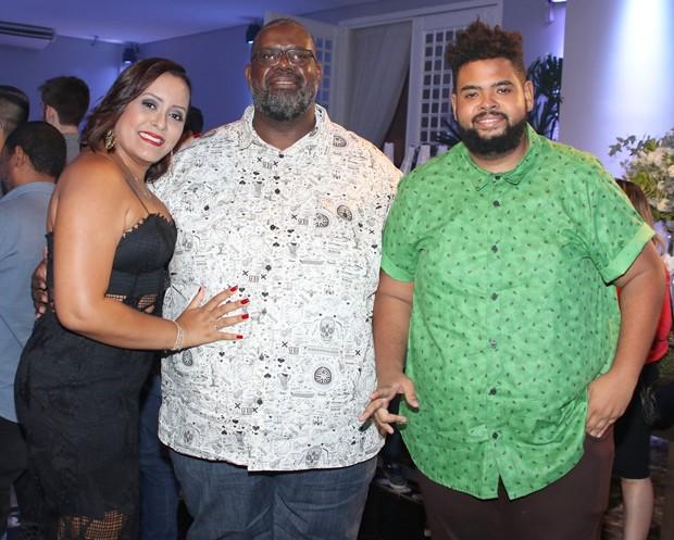 Péricles (centro) com a esposa e o filho, Dodo (Foto: Thiago Duran/AgNews)