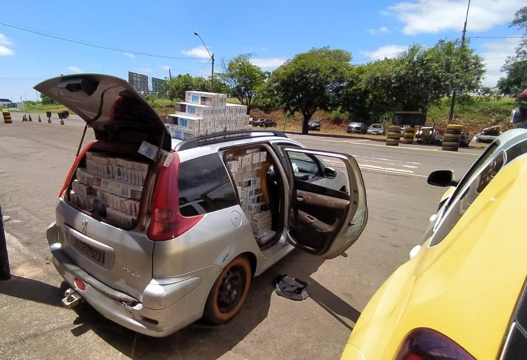 Carro com 10 mil carteiras de cigarros contrabandeados é apreendido, em Iguaraçu