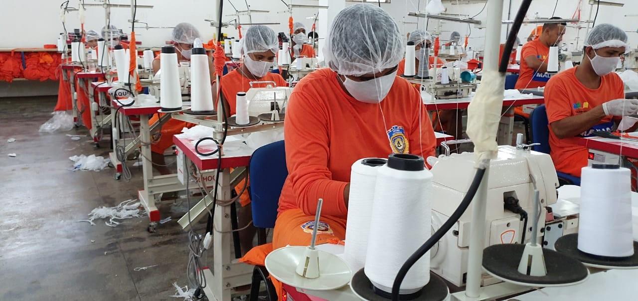Internos de presídios maranhenses produzem máscaras de proteção contra a Covid-19