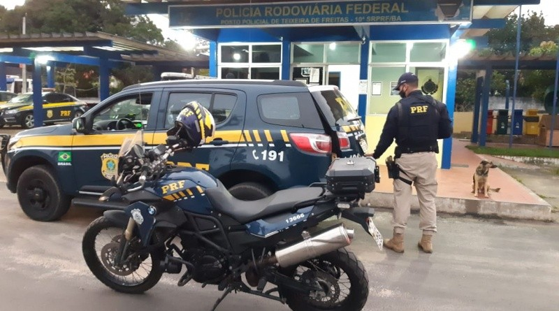 Foragidos com mandado em aberto por tráfico de drogas são preso após abordagem na BR-101