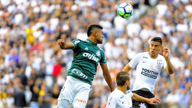 Borja disputa com Balbuena em Corinthians x Palmeiras