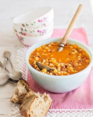 Sopa de feijão com macarrão (Foto: Elisa Correa / Editora Globo)