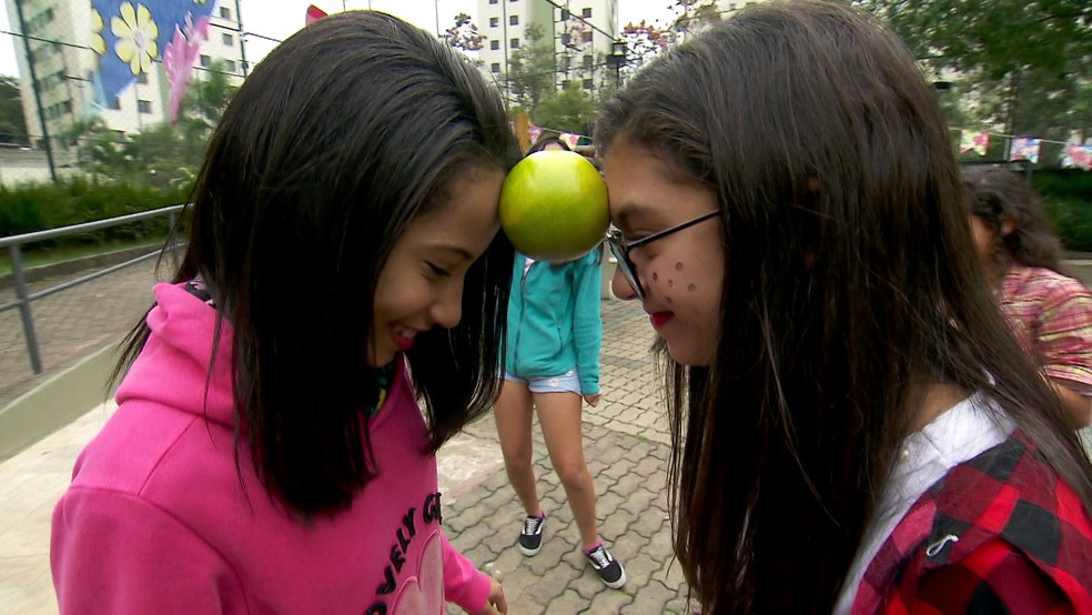 Brincadeiras juninas ajudam as crianças a queimar calorias — Foto: Reprodução/TV Globo