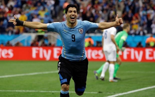 Suarez gol Uruguai x Inglaterra (Foto: AP)