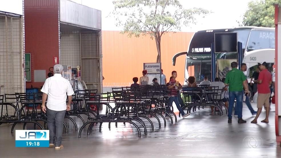 Movimento na rodoviária de Palmas diminuiu após novo coronavírus surgir — Foto: Reprodução/TV Anhanguera