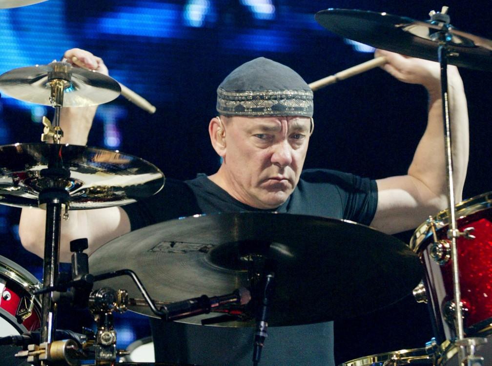Neil Peart em show do Rush na arena Grand Garden, em Las Vegas, no EUA, em 2002 — Foto: REUTERS/Ethan Mille