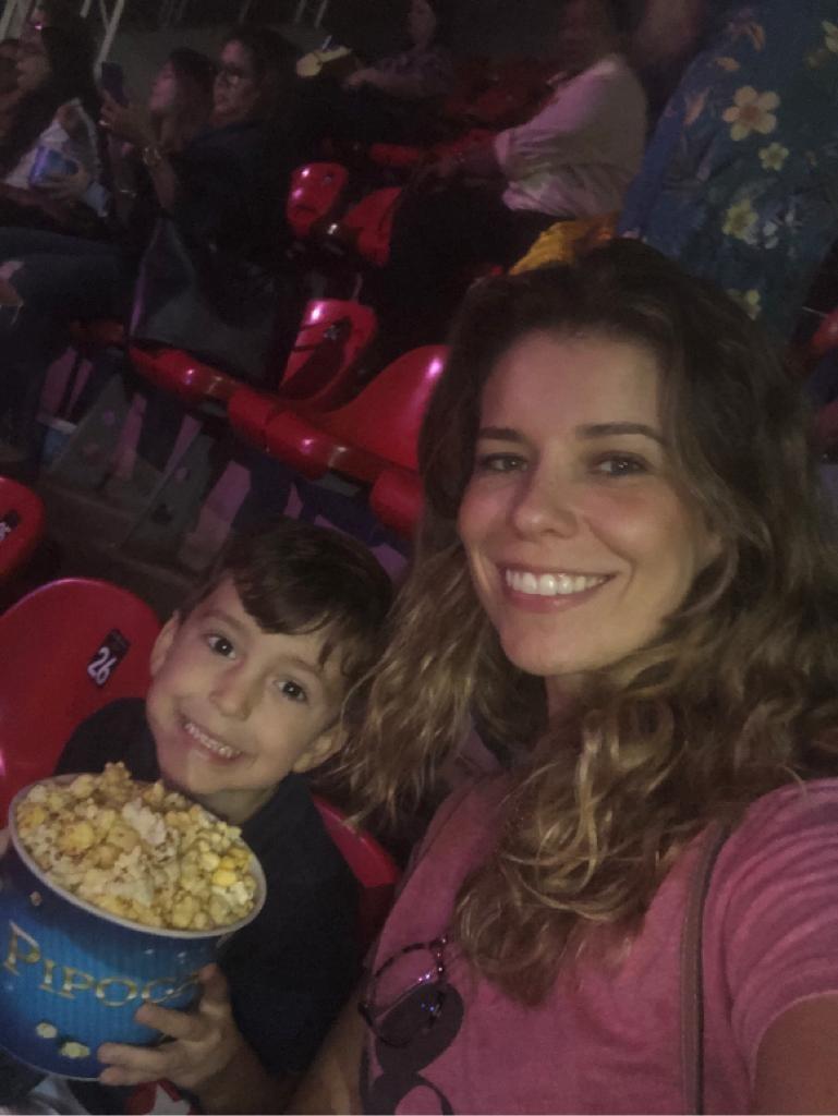 Bianca Sallaberry com seu filho: desconto no espetáculo 'Disney On Ice'