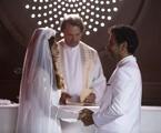 Na segunda-feira (20), Maria da Paz (Juliana Paes) e Amadeu (Marcos Palmeira) irão de conhecer e ficarão noivos, apesar de suas família serem rivais. Mas ele levará um tiro no altar. | TV Globo