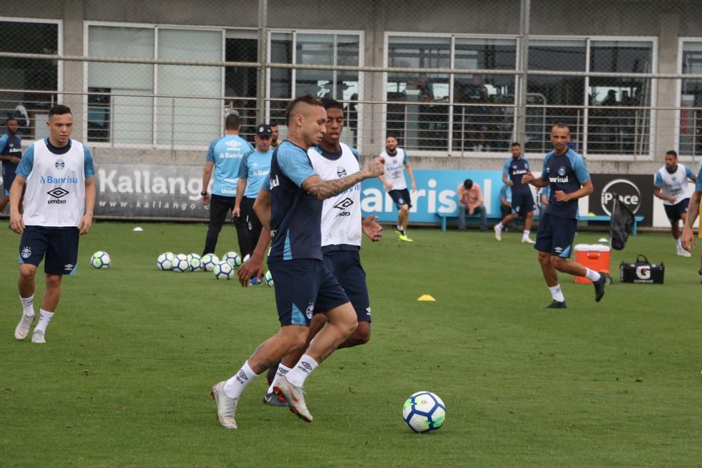 Everton treinou junto aos reservas nesta quarta — Foto: Eduardo Moura