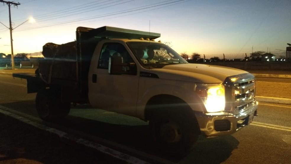 Caminhão com ajuda humanitária para a Venezuela deixa Boa Vista — Foto: Laudinei Sampaio/Rede Amazônica Roraima