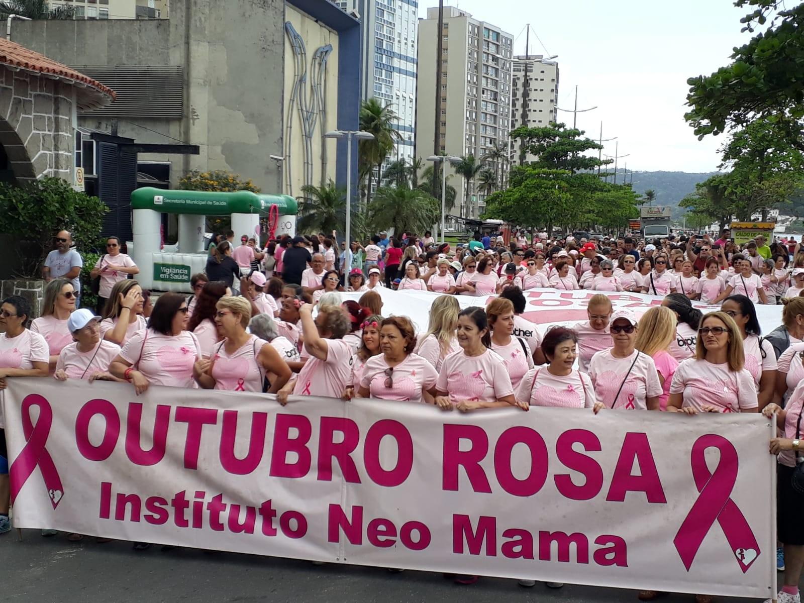10ª Caminhada do Outubro Rosa reúne centenas de pessoas em Santos - Notícias - Plantão Diário