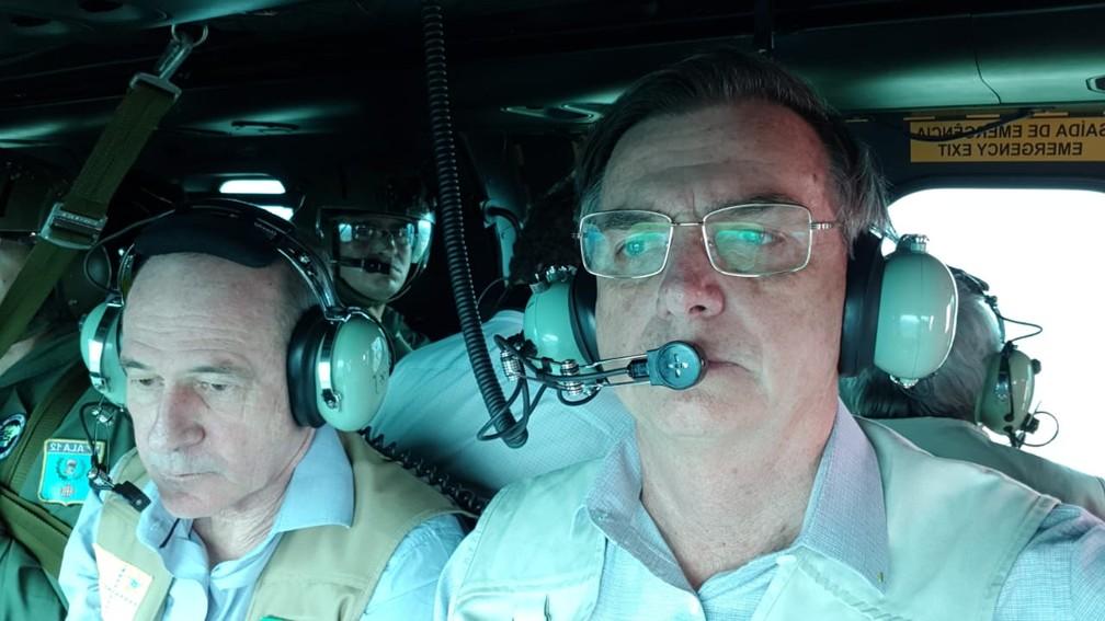 Bolsonaro sobrevoa região atingida pela onda de lama da barragem da Vale, em Brumadinho — Foto: Presidência da República