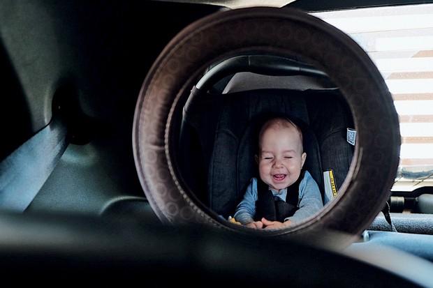Segundo espelho da Multikids não é o melhor, mas não precisa ficar no retrovisor central (Foto: Valter Bicudo/Autoesporte)