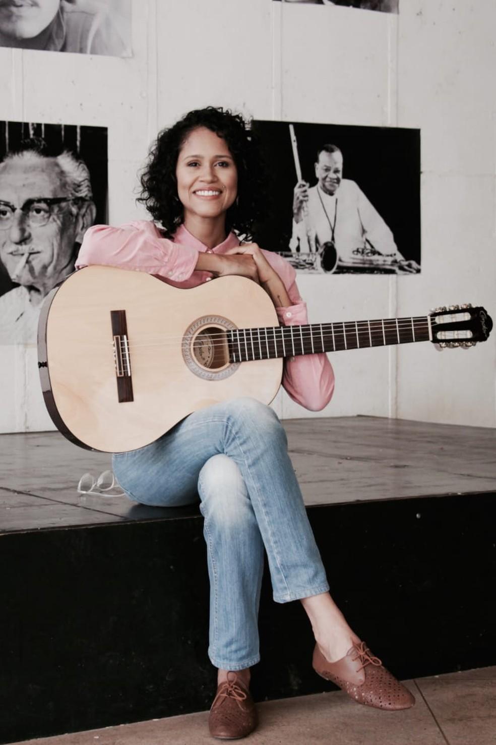 Débora Valente é goiana, mas desde 2007 vive e canta em Brasília — Foto:  Alvaro Portugal/Divulgação