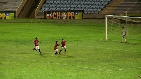 Com 2 de Edson Filho, Escolinha do Fla vence Rivengo de virada, tira o Galo e vai à semifinal do Sub-11