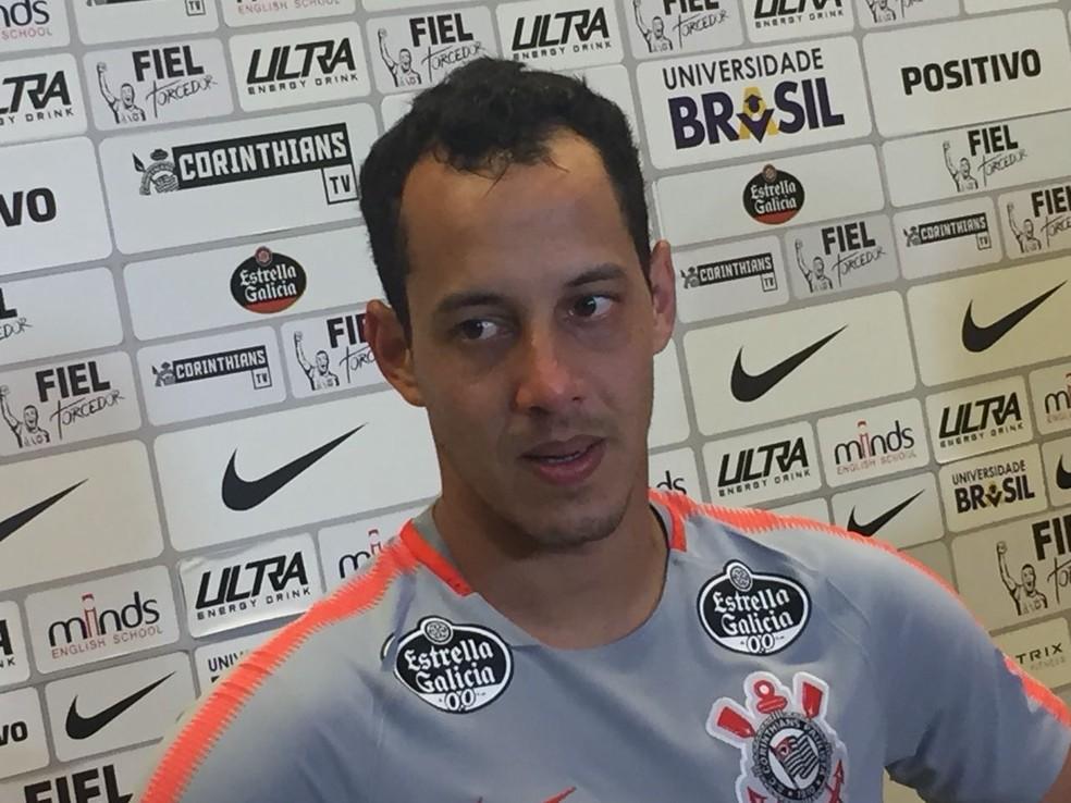 Rodriguinho d boas vindas a Ralf no Corinthians Foto Marcelo Braga