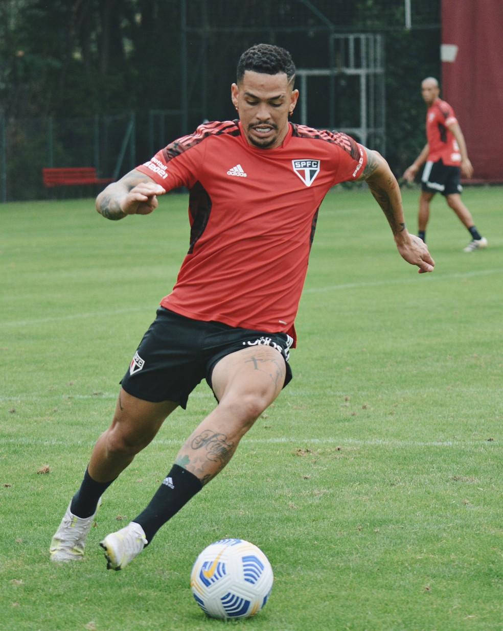 Luciano, atacante do São Paulo, treinou e deve ir para o jogo nesta terça-feira — Foto: Erico Leonan / saopaulofc