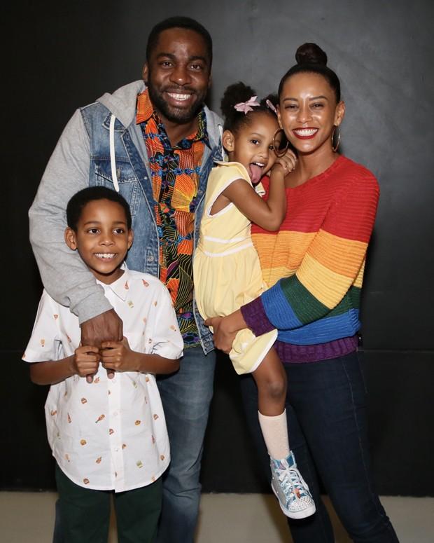 Lázaro Ramos, Taís Araújo e os filhos, Maria Antônia e João Vicente  (Foto: Manuela Scarpa / Brazil News)
