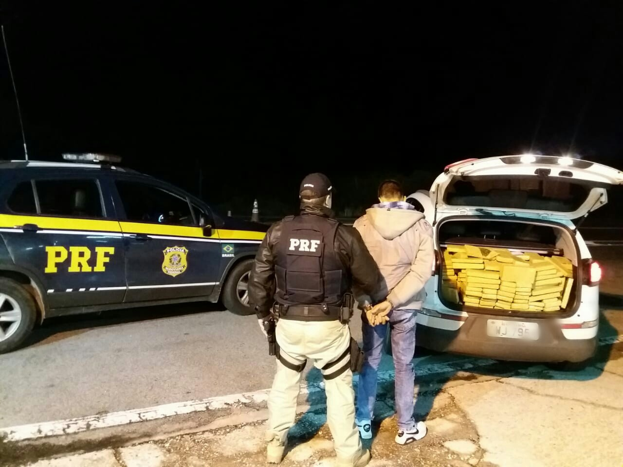 PRF apreende mais de 500 kg de maconha transportada em veículo furtado em Pelotas